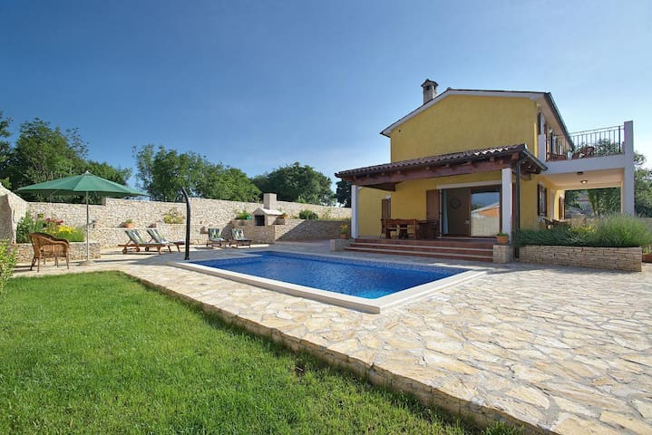 Beautiful Villa with swimming pool - Režanci - Villa