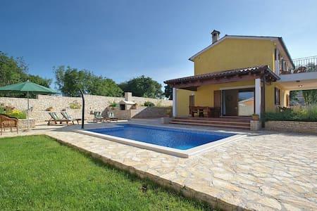 Beautiful Villa with swimming pool - Režanci