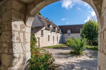Bed and Breakfast LA MILAUDIERE : MEDIEVAL ROOM - Ligré - Bed & Breakfast