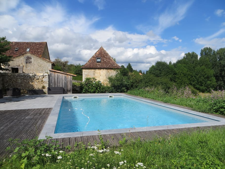 Authentique tour avec piscine p rigord dordogne for Piscine 5x10