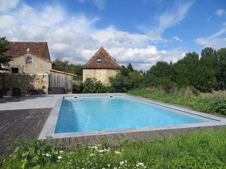 Authentique Tour avec piscine, Périgord, Dordogne.