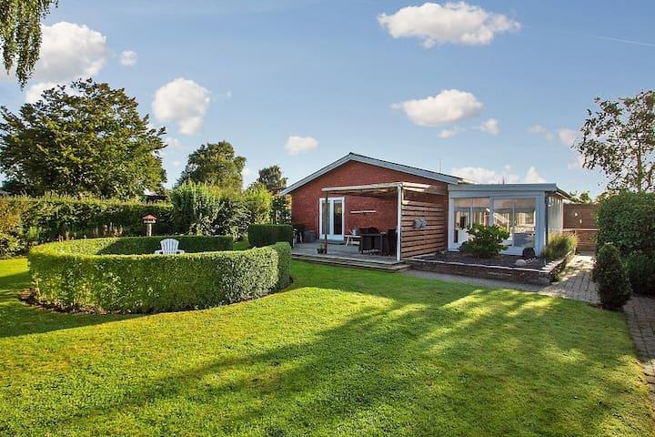 COZY VILLA with garden in Herning! - Herning - Villa