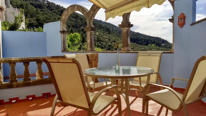 Amplia casa en Agres con vistas a la Serra Mariola