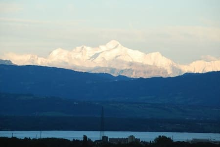 Flat with view 15 min. from airport - La Rippe