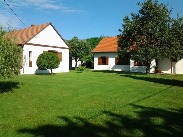 Csendliget vendégház - Geresdlak - Hus
