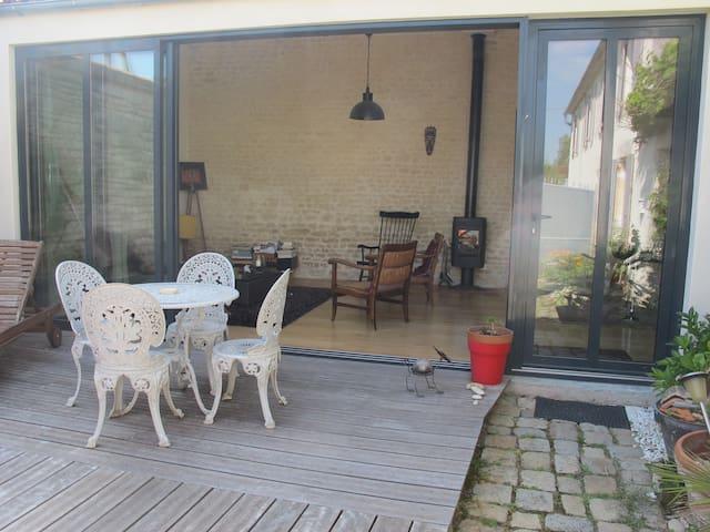atelier vitré + chambre sur jardin - Salles-sur-Mer - Dom