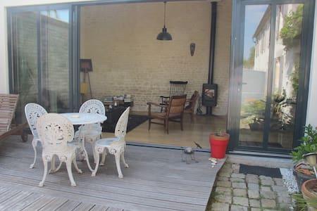 atelier vitré + chambre sur jardin - Salles-sur-Mer