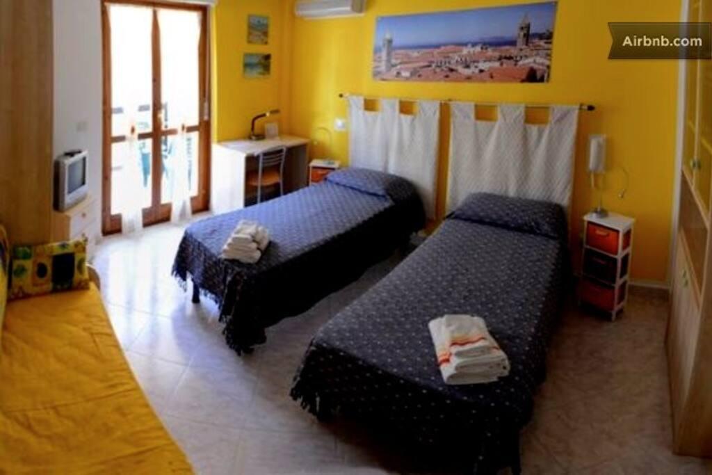 Twin bedroom with balcony B&B Alghero La Pedrera