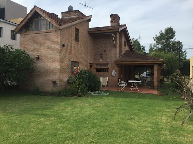 Excelente casa en Country Club - Moreno - Dům