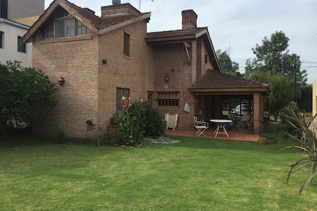 Excelente casa en Country Club - Moreno