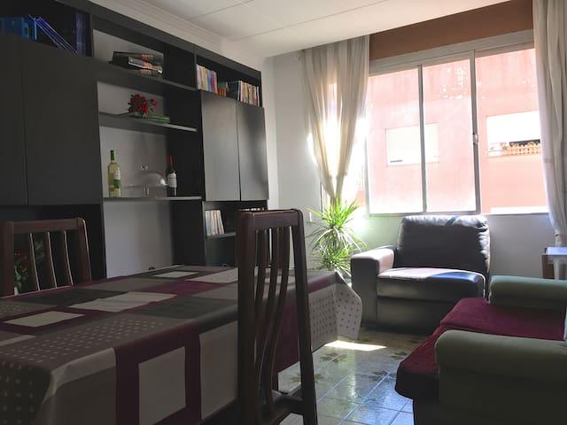 Room in Sant Andreu Comtal - Barcelona - Apartment