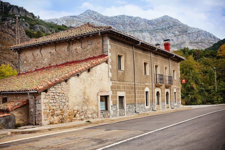 """Hotel Rural """"VEGALION"""" - Las Salas - Casa"""