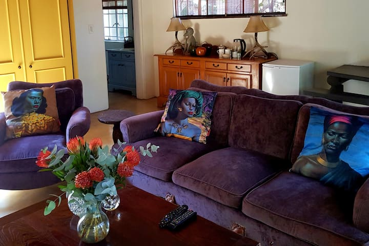 Loft Apartment - Close to Kyalami Castle - AOSH