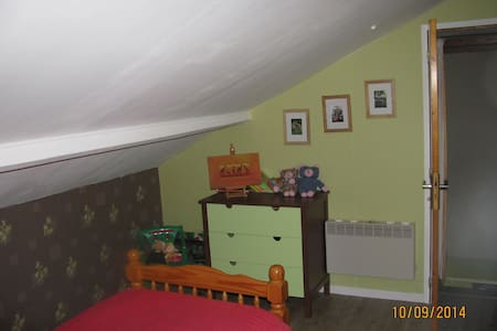 chambres avec salle de bains et wc - Porchères