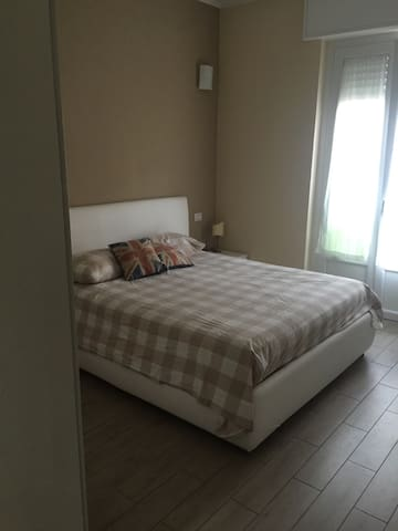 Big private Room close to Station and center - Monza - Apartemen
