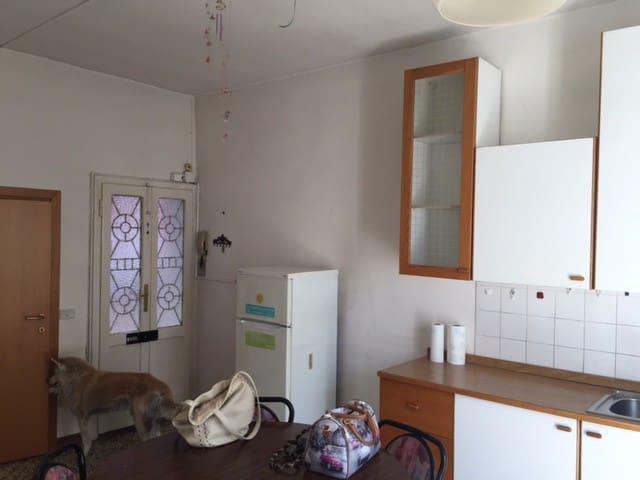 app 2 stanze con bagno e balcone - Olginate - Byt
