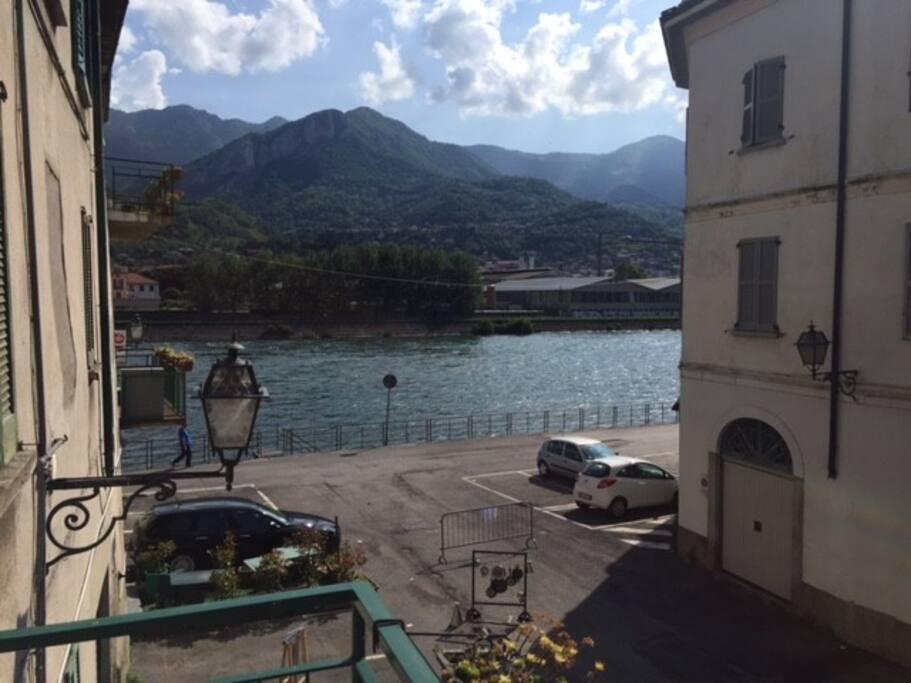 balcone di proprieta' con vista sulla piazzzetta e sul fiume Adda