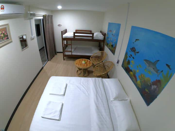 Room 11(家庭房/共用卫生间)
