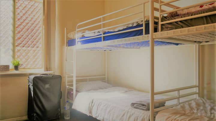 myOZexp Palmerston Lodge - Bed in 4 bed dorm