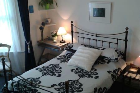 Maddington Cottage central location - Bognor Regis - Bed & Breakfast