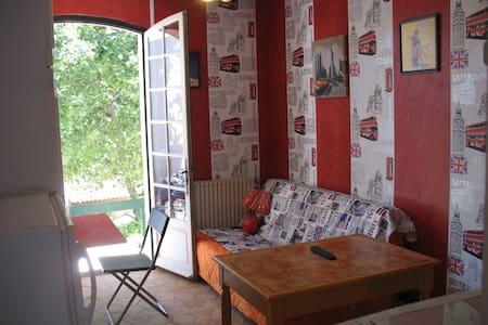 Studio au calme  1/4 d'h Aix en Pce - Gardanne - (ไม่ทราบ)