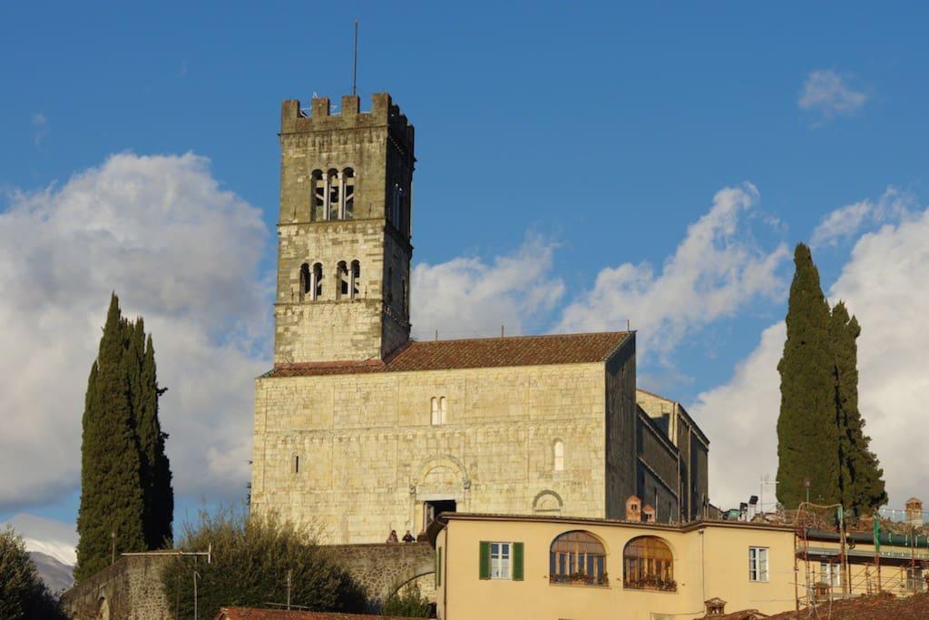 Duomo de Barga, il est situé à 5 mn à pied de l'appartement.