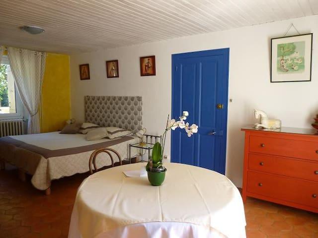 chambre privée, salle d'eau,piscine , - Mauzac-et-Grand-Castang