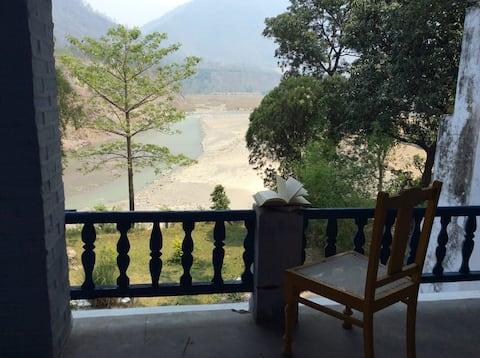 Bedroom at Sunsaan, Katapatthar
