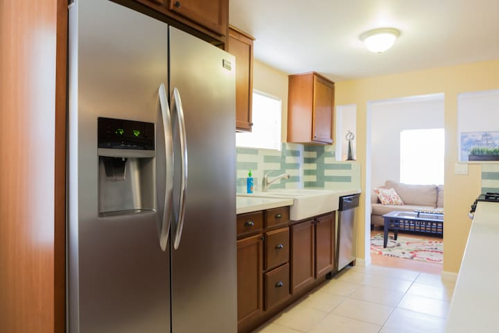 Brilliant Phoenix condo, walk to Convention Center