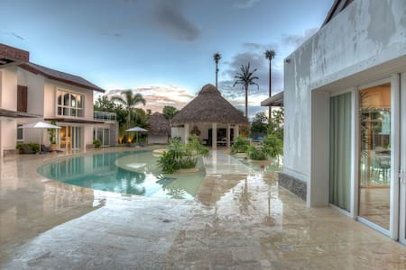 Villa Tropical Dream, Cap Cana - Ideal for Couples and Families, Beautiful Pool and Beach - Cap Cana - Villa