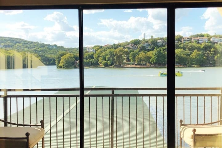 Luxury Waterfront Condo on Lake Austin-Tarrytown