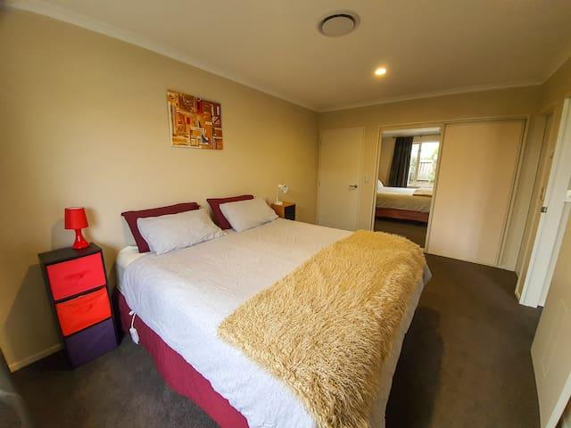 Christchurch: 2 bedroom+ensuite kitchenette/living
