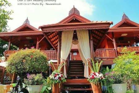 2 modern thai style bedrooms - Bangkok - Villa
