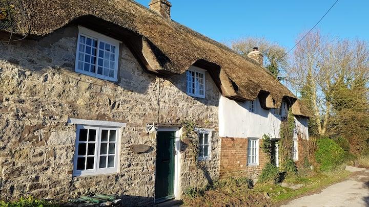 Well  House, Nr Lulworth Cove - Sleeps 10-12