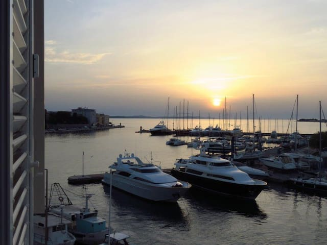 Stunning View from a Modern Loft - Zadar - Appartement
