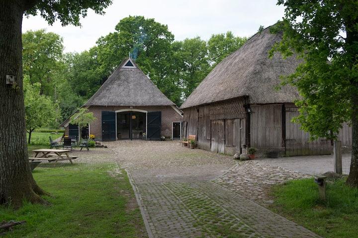 Beautiful renovated barn with pool 6-8 p