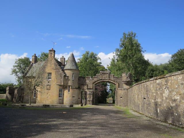 Historic Golden Gates Victorian Lodge