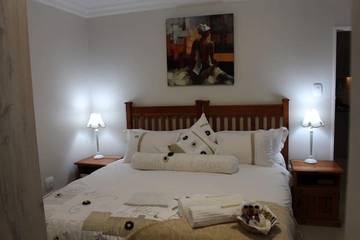 Vredekloof Accommodation Tipiana Flat 1 Bedroom