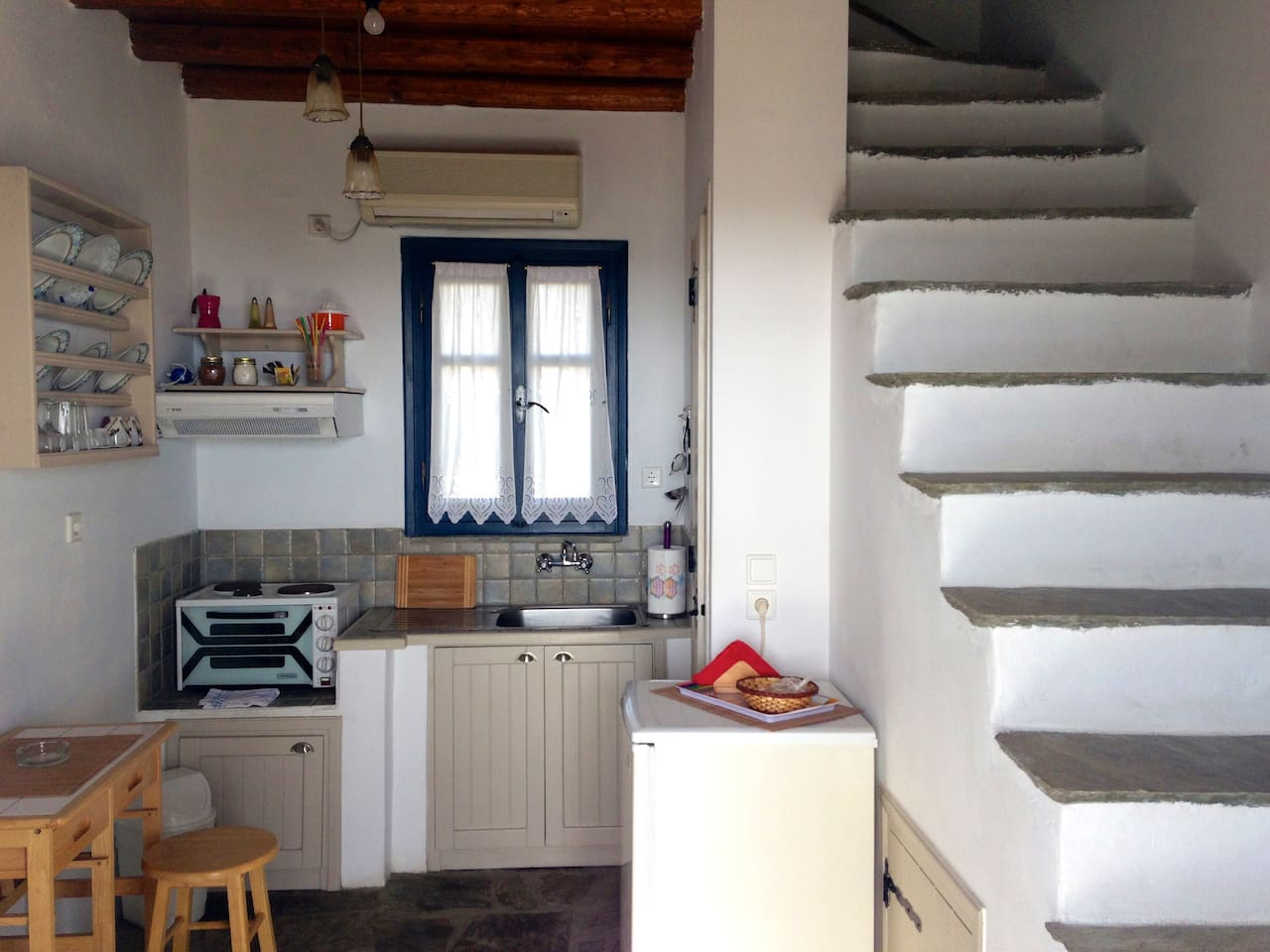 Entrance hall with kitchenette