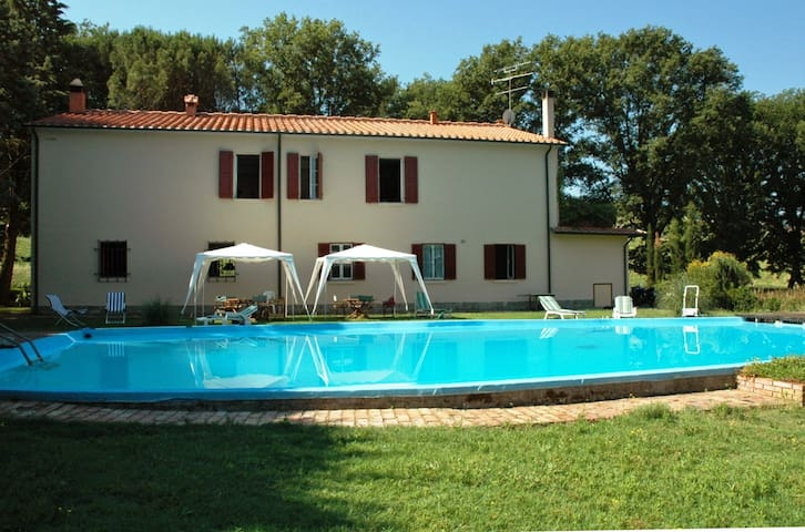 Restored comfortable country house with pool - Volterra - Casa