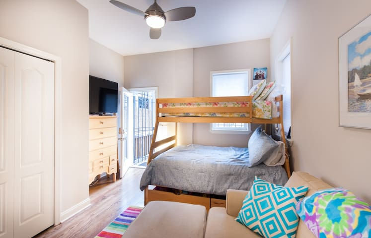 Cozy private bed/bath in Bloomingdale