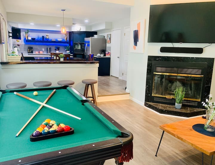 By NYC & Hamptons -Beach, Jacuzzi tub , Pool Table