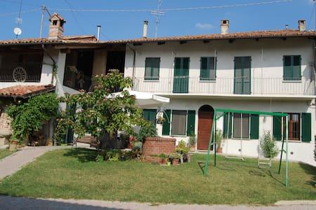 SCAPADACA' - Alba - House
