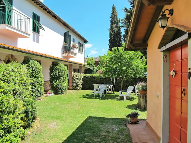 Apartment Podere L'Uccelliera for 4 persons