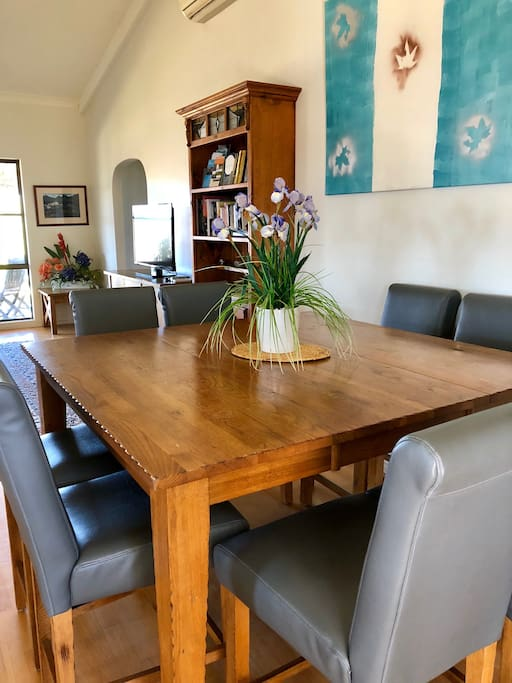 Dining area at Dam It Getaway homestead- book your holiday now!