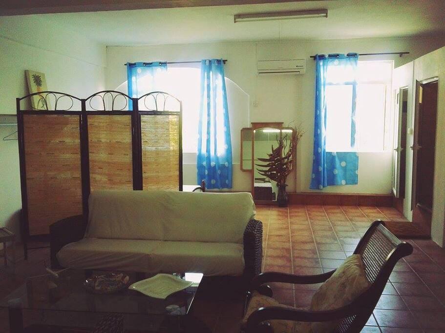 Appartement vaste et bien meublé