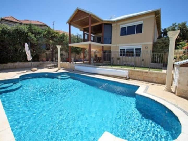 Beautiful Beachfront Mandurah House