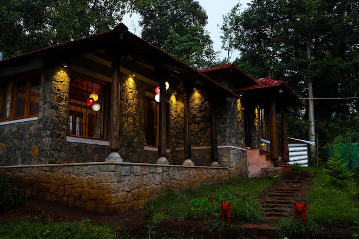 Rockstone villa 20 people accommodation