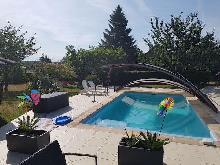 Cottage Normand avec jardin et piscine couverte