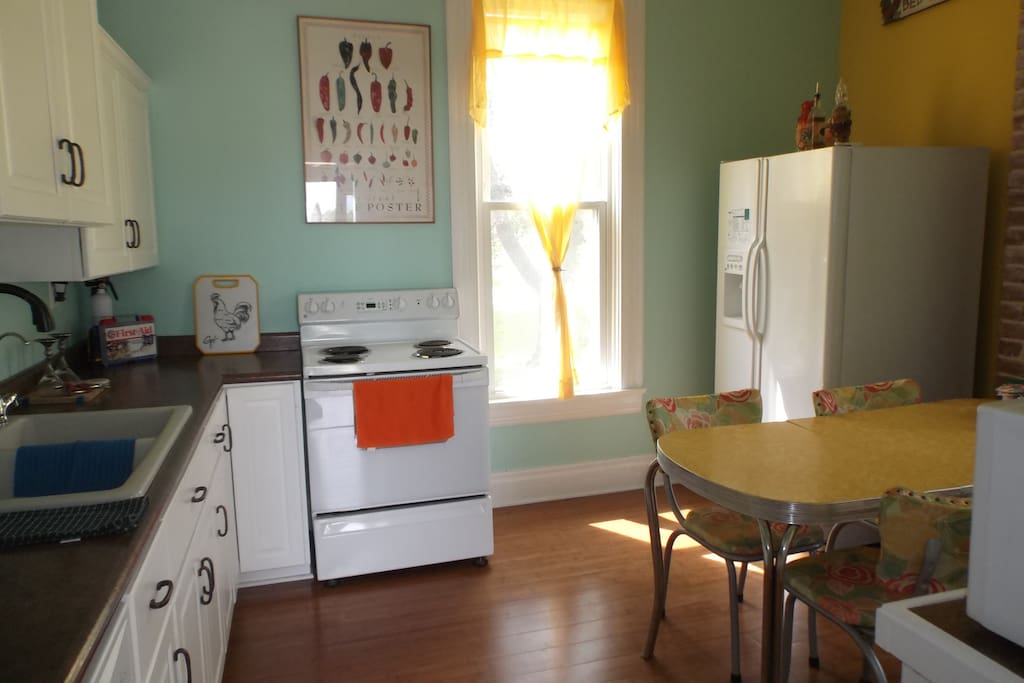 Fully equipped kitchen, with washer and dryer.
